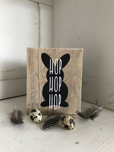 decorations cricut Hop Hop Hop - www. Easy Crafts, Diy And Crafts, Crafts For Kids, Alice, Christmas Hearts, B 13, Valentine Day Crafts, Craft Sale, Happy Easter