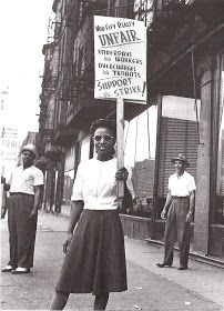 Girl in picket line before the Mid-City Realty Company in south Chicago. Pullman Porter, Chicago Pictures, Chicago Neighborhoods, Black History Facts, People Shopping, Union Station, African History, South Park, Vintage Photos