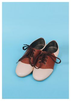Saddle Shoes in Coffee – Billie and Llama ($ 24.22 USD): Let's bring back these two-toned trend staples from the 1950's!   They're durable and made for walking. Plus, they can fit in anyone's wardrobe, may it be a girly girl from 1965 or a tomboy from 2016!  They're made of grade A synthetic leather and rubber soles. || WE SHIP WORDWIDE #saddleshoes #vintage #fashion #retro #shoes #cuteshoes #womensshoes #forsale #worldwideshipping