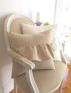 I want these pillows...love
