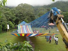 Esta es la hamaca más grande del mundo hecha en el El Salvador: tiene 196 pies de largo y 22 pies de ancho ....wow!!! todo un Guinness World Record.    The world's largest hammock made in El Salvador. 196 x 22 feet