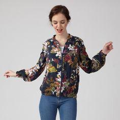 Natasha, c'estune pièce incontournable de la saison. Petit blouson de mi-saison ou petite veste, ce modèle vous accompagnera en toute saison.