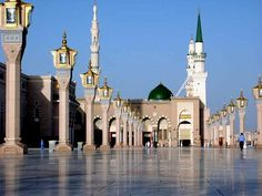 Al-Masjid al-Nabawi Mosque - Medina, Saudi Arabia. Travel to an Arabic speaking country. Al Masjid An Nabawi, Masjid Al Haram, Illuminati, Medina Saudi Arabia, Beautiful World, Beautiful Places, Riad, Mekkah, Beautiful Mosques