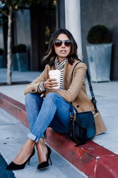 street style, skinny jeans, denim, camel coat, coffee break, fashion blogger, style blog, outfit ideas, outfit inspiration, ootd