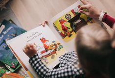 Kids and parenting Kids and parenting. Childcare and Babysitting Services for Expats in Berlin. Free Kids Books, Kids Reading Books, Reading Resources, Reading Time, Jean Piaget, Childcare Costs, Teaching Kindergarten, Kindergarten Freebies, Best Teacher