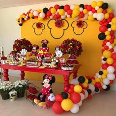 Minie Mouse Party, Fiesta Mickey Mouse, Red Minnie Mouse, Mickey Mouse And Friends, First Birthday Party Themes, Mickey Party, Mickey Mouse Birthday, Birthday Parties, Mouse Parties