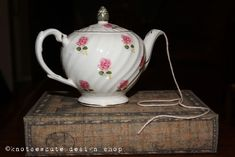 Use A Teapot As A Yarn Holder.  How Clever!