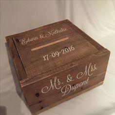 De enveloppendoos van Mr. & Mr.s Dupont. Gemaakt van gebruikt steigerhout en heeft een afmeting van 40x40x23 cm hoog. De deksel van de #enveloppendoos valt precies binnen de randen van de doos. #enveloppendoos #bruiloft #huwelijk #wedding #trouwen