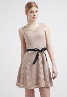 0890dd4a452 11 images délicieuses de robes à dentelle
