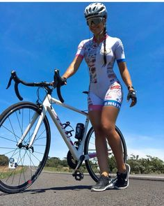 As a beginner mountain cyclist, it is quite natural for you to get a bit overloaded with all the mtb devices that you see in a bike shop or shop. There are numerous types of mountain bike accessori… Cycling Girls, Cycling Wear, Cycling Outfit, Cycling Clothes, Mountain Bike Shoes, Road Bike Women, Bicycle Girl, Bike Style, Bike Run