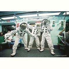"No ""Espaço"" do Metrô!  Foto: @gabrielcupaiolo #usuariosmetrosp #Sampa #sãopaulo #astronauta #nasa #espace #espaco #spazio #astronaut #galaxy #thespace #spaceman #intergalactic #planetary #beastieboys #metrosp"