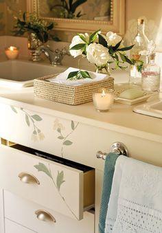 Encimera del baño - El mueble bajolabavo es de Carpintería Soriano. Encimera de Ingramarto.