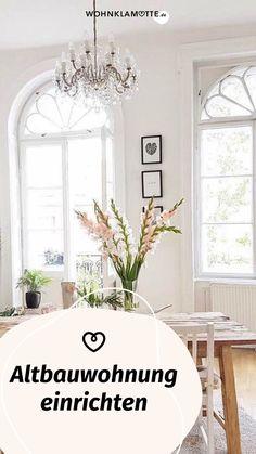 Altbau hat einen ganz besonderen Charme und ist für viele der absolute Wohntraum! Beim Einrichten einer Altbauwohnung gibt es einige Dinge zu beachten. Wir haben die schönsten Ideen und Inspirationen für die Gestaltung eines Altbaus zusammengestellt. Viel Spaß beim Lesen! Places, Glamour, Large Windows, Reading, Bedroom, Lugares