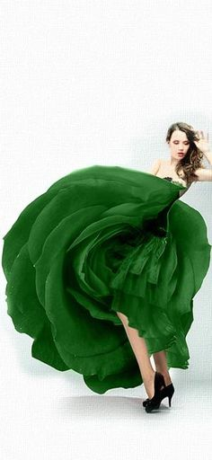 Luxurious Lady loving the Luxury Lifestyle and her Couture! Hippy Chic, Green Gown, Green Fashion, Emerald Green, Emerald City, Shades Of Green, Green Colors, Favorite Color, Beautiful Dresses