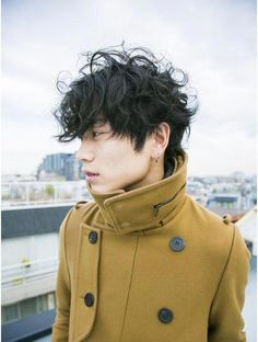 Whether it's a slick back hairstyle or a long cut, Asian men can pull off any type of hairstyle. Come get some inspiration! Medium Hair Styles, Curly Hair Styles, Natural Hair Styles, Popular Haircuts, Haircuts For Men, Short Hair Tomboy, Mens Perm, Blonde Asian, Asian Men Hairstyle