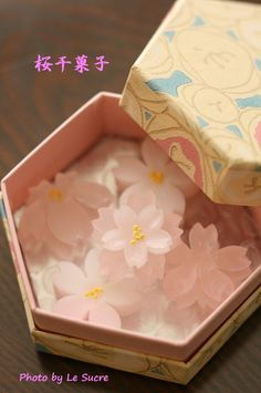 "hal-japan: "" ""SAKURA form of candy"" in Japan. Japanese Sweets, Japanese Wagashi, Japanese Snacks, Japanese Candy, Cute Japanese, Japanese Food, Mochi, Cute Desserts, Aesthetic Food"