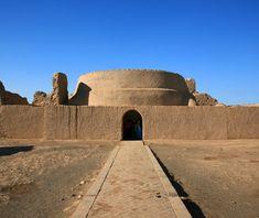 Gaochang = ancienne oasis sur la rive nord de l'inhospitalier désert de Taklamakan au Xinjiang, en Chine, au 1er siècle avant JC. Le long de la Route de la Soie un rôle clé = plaque tournante du transport dans l'ouest de la Chine. Propagation du bouddhisme en Chine de l'Inde le long de la branche nord de la Route de la Soie dans le 4e et 5. Les grottes bouddhistes ont commencé durant cette période, le regroupement près de Gaochang, le plus important étant les grottes Bezeklik.