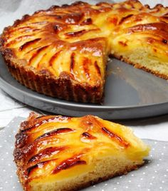 Tarte Suisse aux pommes délicieux - Page 2 sur 3 - Tasties Foods Fruit Recipes, Apple Recipes, Sweet Recipes, Cake Recipes, Dessert Recipes, Cooking Recipes, Banana Recipes, Doce Banana, Desserts With Biscuits