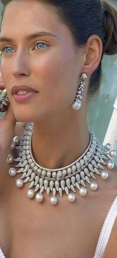 Bianca Balti - diamond and pearl necklace and earrings Pearl Jewelry, Jewelry Box, Jewelry Watches, Jewelry Accessories, Fine Jewelry, Jewelry Design, Pearl Necklace, Pearl Choker, Jewelry Storage