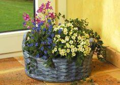 Pflanzkübel mit Bodenloch als Wasserablauf eigenen sich für den Garten