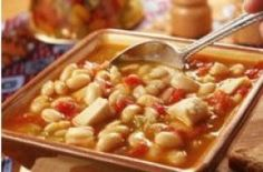 Looking for a new chili recipe? Then try our Saucy White Chili because it's so darn good! White chili is a change of pace from traditional beef recipes, and it's just as easy to make. Plus, using chicken makes it a healthy alternative! Great Chili Recipes, Best Chili Recipe, Crockpot Recipes, Soup Recipes, Chicken Recipes, Cooking Recipes, Skillet Recipes, Savoury Recipes