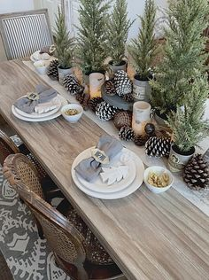 ferien tisch Whether you're hosting an intimate dinner or having a feast, Tuesday Morning has all the essentials to get your Thanksgiving table decor feeling festive! Thanksgiving Table Settings, Christmas Table Settings, Christmas Tablescapes, Christmas Table Decorations, Holiday Tables, Decoration Table, Tree Decorations, Woodland Christmas, Rustic Christmas