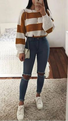 5 Cute Korean Outfits That You Must Have In Your Wardrobe Kurze Mom Jeans, Camiseta Tommy Jeans und alle Star Branco. Kurze Mom Jeans und All Star BrancoKurze Mom Jeans und All Star BrancoMom Jeans und Converse All Star WeißMom Jeans. Teenage Outfits, Winter Fashion Outfits, Fall Winter Outfits, Winter Clothes, Summer Clothes, Cute Highschool Outfits, Autumn Fashion, Fall Outfits For Teen Girls, Winter Wear