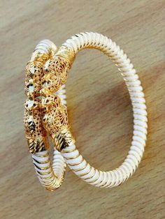 Vintage Spinach Jade Bracelet/Bangle Silver/ Gold No Safety Royal Jewelry, Rose Gold Jewelry, Indian Jewelry, Gold Jewellery, Jade Bracelet, Bangle Bracelets, Gold Bangles Design, Jewelry Design, Diamond Bangle