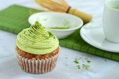 """Cách làm bánh Cupcake trà xanh hấp dẫn  Trà xanh rất tốt cho sức khỏe cũng như trong làm đẹp của con người. Việc sử dụng trà xanh để chế biến các loại bánh ngọt vừa bổ sung dưỡng chất vừa tạo màu sắc đẹp mắt kích thích người dùng. Giữa tiết trời nóng bức chắc chắn bạn sẽ bị thu hút bởi những chiếc bánh trà xanh mát mắt. Hãy cùng thực hiện cách làm bánh Cupcake trà xanh giải nhiệt mùa hè nhé.  [caption id=""""attachment_7659"""" align=""""aligncenter"""" width=""""600""""] Cách làm bánh Cupcake trà xanh hấp…"""