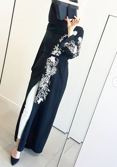 Deevin Embroidered Floral Cardigan in Black ✴♥ Modern Hijab Fashion, Islamic Fashion, Abaya Fashion, Muslim Fashion, Kimono Fashion, Fashion Outfits, 80s Fashion, Hijab Style, Hijab Chic