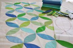 make a color blocked circular leaf quilt design