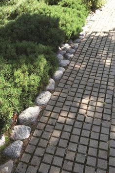 talokoti.fi havuja, pyöreitä kiviä ja laattaa