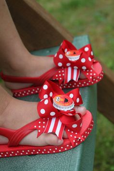 Bow Flip Flops  Elmo inspired bow flip by DarlingLittleBowShop, $21.95
