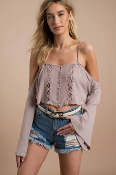 Be a show stopper in a sexy crop top! From casual to chic, we have all of your crop top needs! Shop our lace, floral, tube tops & more! Cute Outfits With Shorts, Crop Top Outfits, Pretty Outfits, Stylish Outfits, Cool Outfits, Summer Outfits, Fashion Outfits, Fashion Trends, Girly Outfits