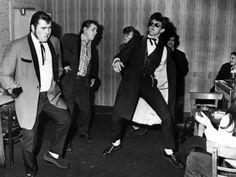 London's Teddy Boys - a photo essay - Flashbak Teddy Boys, Teddy Girl, Teddy Boy Style, Estilo Dandy, 1950s Fashion Menswear, 1950s Mens Fashion Greaser, El Rock And Roll, Youth Subcultures, Rockabilly Fashion