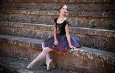 Ballet Papier offers unique dance gifts! ballet art, ballet clothing, ballet t-shirts, ballet stationary, ballet gifts and ballet gadgets!