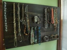 Very organized jewelry board DIY - 25 Unique Diy Necklace organizer Inspiration Diy Jewellery Board, Jewelry Boards, Jewellery Storage, Jewelry Organization, Diy Jewelry, Jewelery, Jewelry Making, Jewelry Holder, Wooden Jewelry