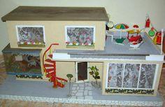 Altes Puppenhaus mit Veranda + Puppenmöbel !