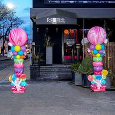 Candy Themed Balloon Columns, lollipop and sweets balloon decor, party entrance Balloon Decorations. Candy Theme Birthday Party, Candy Land Theme, Candy Party, Birthday Party Decorations, Lollipop Party, Party Sweets, Balloon Columns, Balloon Garland, Balloon Decorations