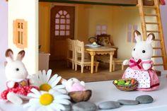 La Famille #LapinChocolat dans le cosy cottage par #Mamannougatine #SylvanianFamilies #enfant #figurines