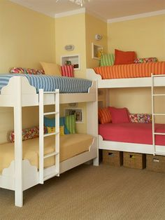 4 children bunk beds in tiny shared bedroom - this clever arrangement takes up little floor space.