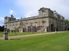 The south front of Wilton House Wilton House is an English country house situated at Wilton near Salisbury in Wiltshire. It has been the country seat of the Earls of Pembroke for over 400 years.