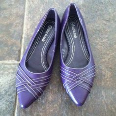 Pointed toe purple flats! Purple with a little strap detailing on the toe. Absolutely adorable, worn ONCE! Shoes Flats & Loafers