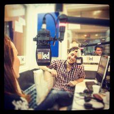 Juan Morris pasándola bien en #CalorFrio. | www.RadioLedonline.com | www.CalorFrio.com.ar | Foto: Aldegani Photographer  #radio #mobileradio #radioshow #pop #rock #electronica #jazz #CHatarra #Fauszleger #periodista #especializado #CalorFrio #AGUAprensa #oyentes #buenamusica #audiencia #internacional #Cerati #ceratilabiografia #SodaStereo #revista #RollingStone #RarosPeinadosNuevos #AldeganiPhoto
