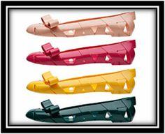 Moschino em parceria com a Kartell (empresa de objetos de decoração), criou uma sapatilha de plástico 100% reciclado.