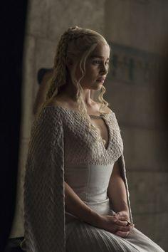 Khaleesi Daenerys Targaryen, Game of Thrones Game Of Thrones Photos, Costumes Game Of Thrones, Game Costumes, Costume Ideas, Daenerys Targaryen Kleid, Emilia Clarke Daenerys Targaryen, Game Of Throne Daenerys, Drogon Game Of Thrones, Arte Game Of Thrones