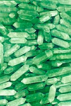 Imagem de crystal, wallpaper, and pink Rainbow Aesthetic, Aesthetic Colors, Aesthetic Pictures, Green Aesthetic Tumblr, Aesthetic Pastel, Green Wallpaper, Iphone Wallpaper, Pink Quartz Wallpaper, Pastel Wallpaper