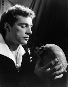 Richard Burton - Where be your gibes now ? Richard Burton Elizabeth Taylor, Burton And Taylor, Old Hollywood Glamour, Classic Hollywood, Shakespeare Plays, William Shakespeare, Tv Actors, Actors & Actresses, Oliver Reed