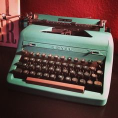 Repaint a typewriter with annie sloan chalk paint