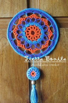 Tierra Bonita: Mandala en Crochet - Tierra Bonita Inspiration only. Love the colours. Crochet Art, Crochet Home, Crochet Gifts, Crochet Motif, Crochet Doilies, Crochet Mandela, Knitting Patterns, Crochet Patterns, Crochet Ideas
